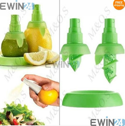 Wholesale 2 In1 Hand Held LEMON Lime Citrus Sprayer Tray Orange Fruit Juice Spray Squeezer Kitchen Tool sets