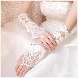 Wholesale HQ New Elbow Length White Bridal Gloves Popular Bow Tie Lace Embellishment Satin Hot Sales Brides Gloves Wedding Accessories