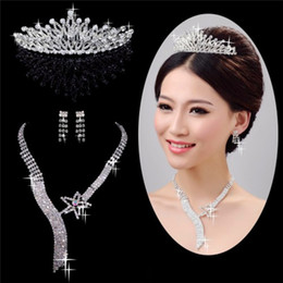 Wholesale Modern Three piece Bridal Accessories Silver Diamond Rhinestone Tiaras Necklace Hair Accessories NEW style Wedding accessories