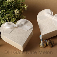 Favor Boxes White Paper Gorgeous White Heart-Shaped Embossed Candy Gifts Chocolate Favor Boxes With Bow for Wedding Party 30pcs Free Shipping