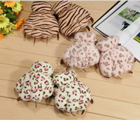 Wholesale cute bear claw pattern leopard gloves for adult winter warm gloves mittens K0205