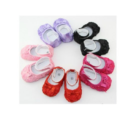 Wholesale Perfect design roses style Lace Baby First Walker Shoes infant baby prewalker kids Antiskid shoes girls shoes