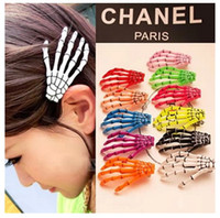Wholesale Fashion Japan Harajuku Skeleton Claws Skull Hand Hair Clip Hairpin Zombie Punk Horror Bobby Pin Barrettes hair clip with Mix Order