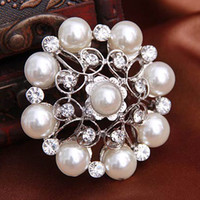 Wholesale New styles mixed crystal pearl Brooch Nine beads flowers Pins Bridesmaid Fruit Girl Wedding Pearl Rhinestone Pearl Brooch Pins For Women
