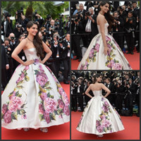Cheap Free shipping 2014 Celebrity dress Evening dress sonam-kapoor-poses Cannes Festivel Myriam fares Strapless Floor length Ball gown Custome