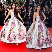 Cheap 2014 Red Carpet Celebrity Dresses Sexy Strapless Sonam Kapoor Cannes Film Festival Evening Dresses With Backless & Print Flowers BO3084