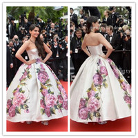 Cheap 2014 Hot Sale Strapless Floor length Ball gown Celebrity dress Evening dress Sonam Kapoor at the Jeune & Jolie Premiere E114-9