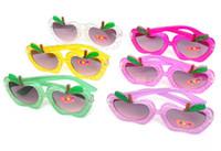 al por mayor gafas de sol clásicas del cabrito-Hot New colorida forma de manzana Gafas de sol para niños Clásicos para niños Gafas de Sol Mestizo 6 colores 150pcs Envío Lot DHL