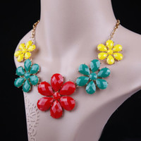 Wholesale Women Lady Short Design Colored Acrylic Gem Flower Necklace