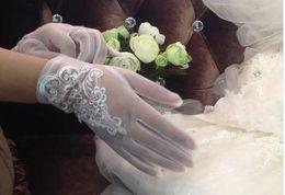 Wholesale Short bridal wedding gloves winter white lace gloves