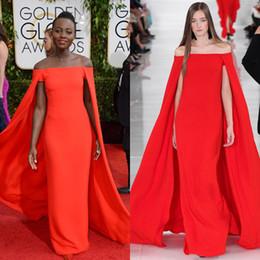2017 alfombra roja del hombro fuera Vestidos formales de los vestidos de noche Lupita Nyong'o vestidos de la celebridad de la alfombra roja fuera del hombro de la gasa largo vestido de noche atractivo del vestido de fiesta barato alfombra roja del hombro fuera oferta