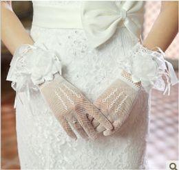Hot White Short Sheer Tulle Bridal Gloves Wrist Wedding Gloves Fingers Flower Wedding Dress Accessories