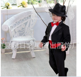 Wholesale New boys Tuxedo Suits Black white gentle wedding Tuxedo Boys Formal Suit top quality