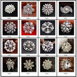 Wholesale Brooches Wedding Bouquet Silver Rhinestone Flowers Pearl Pins Different Styles Brooch Best Gift