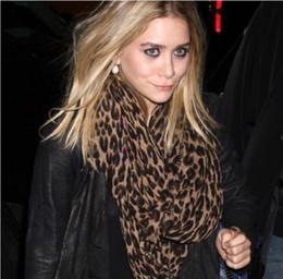 Wholesale 2016 Retail Leopard lady scarf warm scarf Fashion lady pashmina Soft silk scarf Beach shawl Girl Wraps