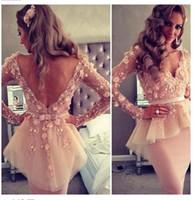 2016 Мириам Фарес арабские Коктейльные платья Sexy Sheer V-образным вырезом с длинным рукавом Аппликация Кружева оболочки длины колена партии платья Дешевые С пеплума