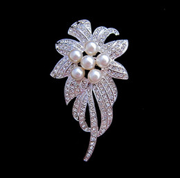 Wholesale Sparkly Silver Plated Clear CZ Rhinestone Crystal Metal Brooch with Ivory Pearl