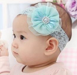 Descuento bandas para la cabeza de encaje blanco para bebés 2014 Baby Girls Rosa Azul Flores Blancas Perla Encaje Cintas Elástico Cinta Arco Fotografía Accesorios Accesorios para el Pelo B2880