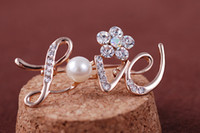 Wholesale LOVE Shape Wedding Brooch Rose Gold Pearl Rhinestone Crystal Flower Bridesmaid Brooch Pin