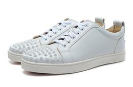 Wholesale Nuevos hombres y mujeres zapatillas de deporte del diseñador de famosa marca de diseño de fondo de color rojo para hombre de los zapatos de lujo de cuero genuino blancos planos del dedo del pie con púas