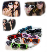 Wholesale 12 color HOT sale Fashion Women Sunglass Plastic Designer Sunglasses men designer sunglasses cloth promotional discont price
