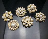 Wholesale Mixed Bulk Gold Plated Crystals Brooches Brooch Bouquet Pearl Diamond