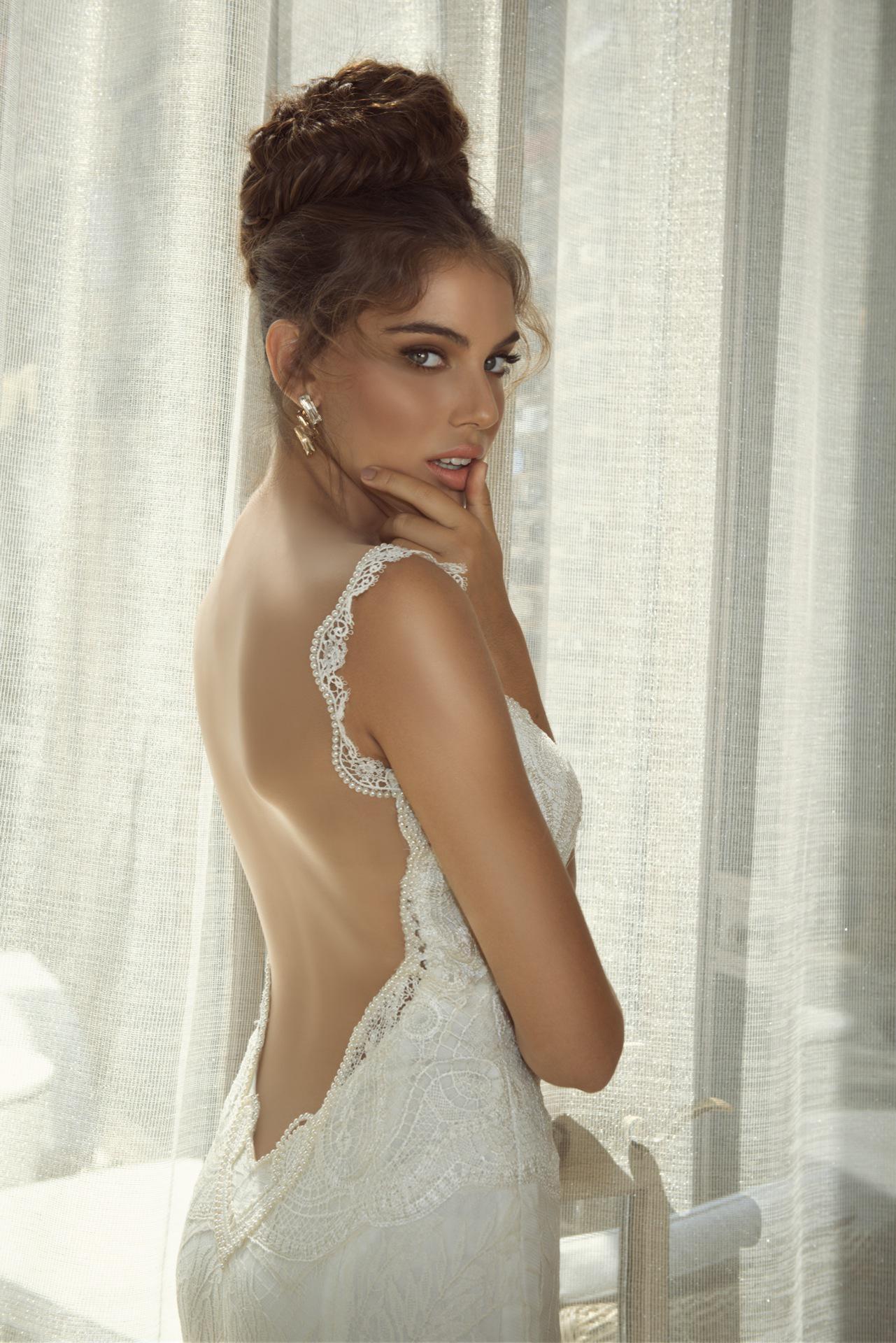 Свадебные прически под открытое платье фото