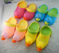 Wholesale Hot Selling Summer Cool PVC Chidren Sandals Cartoon Ducks Hollow Out Hole Sandal Sand Beach Wearing Child Kids Boy Girl s Shoes F0126