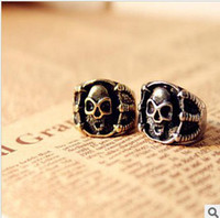 Wholesale R082 Min order is mix order Wholesales New Gifts Fashion Vintage Skull Claw Ring Jewelry