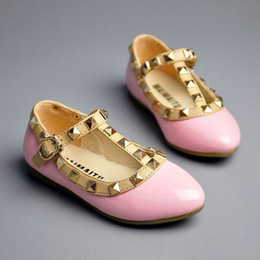 Wholesale Trendy Girl Shoes Girls Fashion PU Valen Shoes Children Rivets Flats Years Hot Sale
