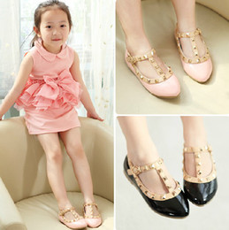 Wholesale Trendy Girl Shoes Girls Fashion PU Valen Shoes Children Rivets Flats Hot Sale