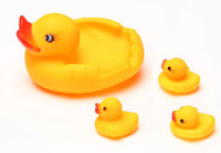 Wholesale New High Quality Yellow Rubber Lovely Duck Baby Bath Toy Set Mother with Baby Squeeze Floating Ducky Toy