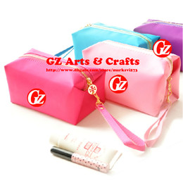 Wholesale Fashion Candy Color Cosmetic Bag Waterproof Metal Zipper Clutch Rectangular Bag With Lanyard