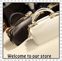 Wholesale New Crocodile Women Messenger Bags Vintage Leather Handbag Female Bags Fashion Design Doctors Bag Brand Women s Handbags Fashion Totes