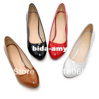 Wholesale Fashion Multi color Round Toe Thick Heel Shoes Japanned Leather Medium Hells Shoes Women s Dress Pumps