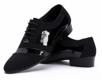Precio de Hombres zapatos nuevos estilos-zapatos de la boda del novio de los NUEVOS hombres del estilo caliente del Mens brillantes zapatos de cuero de los hombres únicos zapatos ocasionales del tamaño EUR 39-44