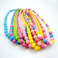 al por mayor los niños collares-Los niños calientes de la mezcla del collar de la joyería de los niños muchachas de los colores del collar de la manera el 100% de la fluorescencia Collar redondo del caramelo del envío libre