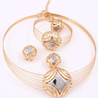 Wholesale New Arrival Dubai African Gold Plated Mysterious Charming Bridal Fashion Necklace Vintage Women Costume Party Gifts Wedding Jewelry Sets