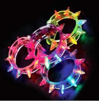 Wholesale 8 lights flash bracelet bracelet bracelet fluorescent luminous evening bar LED bangle bracelet with thorn glow toy