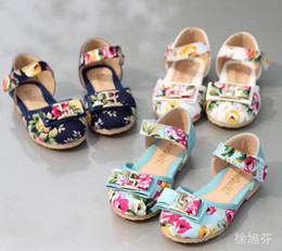 Wholesale 2014 Hot Sell Korean New Style Princess Girls Sandals Floral Shoes For T T T Baby Girl Sandal Flower Fabric Bow Metal Button Shoes C2077