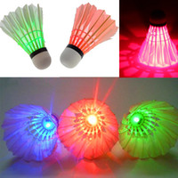 Wholesale Brand New LED Badminton Shuttlecock Birdies Lighting Dark Night Glow LED Sports Light Flash Colors Red Blue Green Badminton Shuttlecocks
