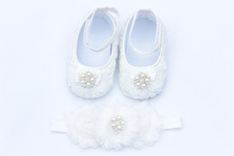 Wholesale White Baby crib shoes baby shoes and headband christening baptism shoes lace satin flower baby shoes toddler shoes newborn girl pair