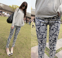 Men Tops Spot 2014 new South Korean original single retro blue and white floral stylenanda female feet pants leggings