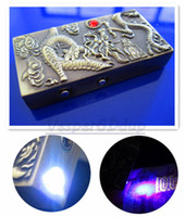 10pcs / lot La Chine de la culture ancienne Dragon Pattern Refill Butane Gas Cigarette Jet Flame Plus léger avec LED Light + UV