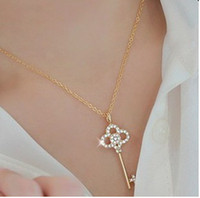 Wholesale NEW STYLE Korean Necklace With Paragraph Hollow Crystal Diamond Key Chain Clavicle Women s Necklace