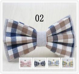 Wholesale men s bow tie lCotton and linen fabric grid design kind of color optional fashion leisure bowtie