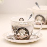Wholesale Fashion vintage bone china coffee cup and saucer set fashion ceramic cup and saucer