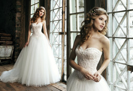 Wholesale 2015 Elegant Ball Gown Wedding Dresses Sweetheart Neck Lace Appliques Crystals Beaded Floor Length White Tulle Bridal Gowns