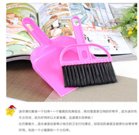 Wholesale yuan shop mini Mini Desktop Computer brush with a small broom dustpan brush cleaning kit specifically approved