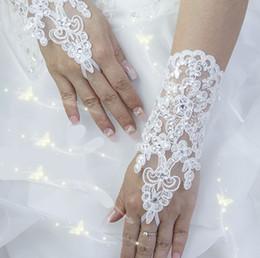Wholesale Hot Sale High Quality Write Ivory Fingerless Short Paragraph Elegant Rhinestone Bridal Wedding Gloves